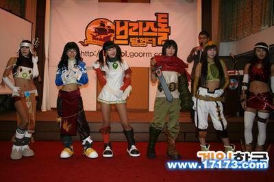 韩国汉江海盗船上的COSPLAY表演