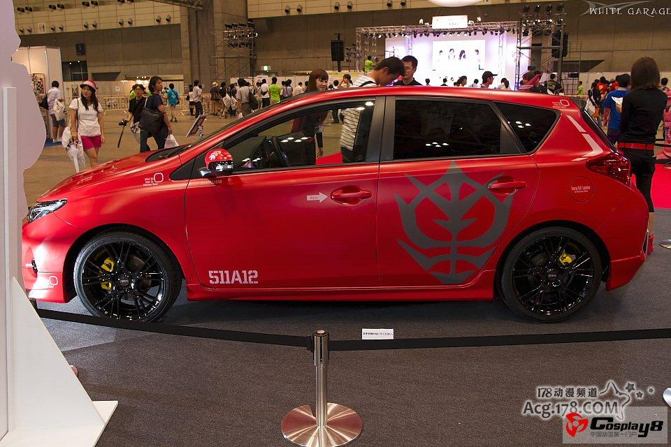 在丰田汽车展台上,一辆名为「夏亚专用 auris concept」的概念车就